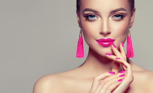 model girl with pretty pink fuchsia lips-img-blog